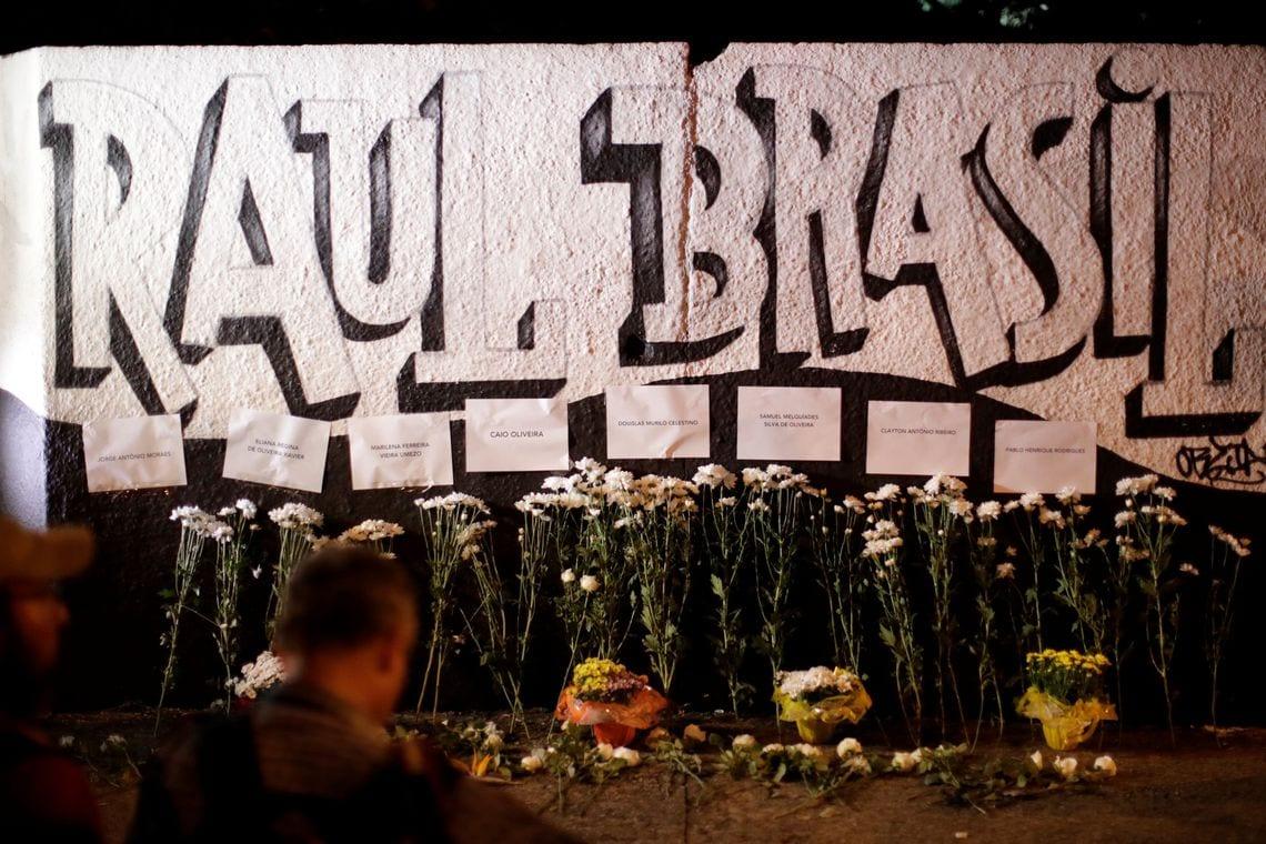 Imagens Do Massacre Em Suzano Facebook: Vítimas De Massacre Têm Velório